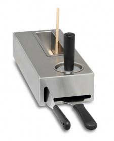 Photo d'accessoires pour crêpière pro : rateau à crêpe, spatule, tampon...