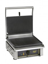 Photo d'un appareil panini professionnel: grill panini et viande en fonte